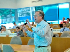 Professor Gary B. Gorton teaching students at the Yale School of Management. (Yale photo)